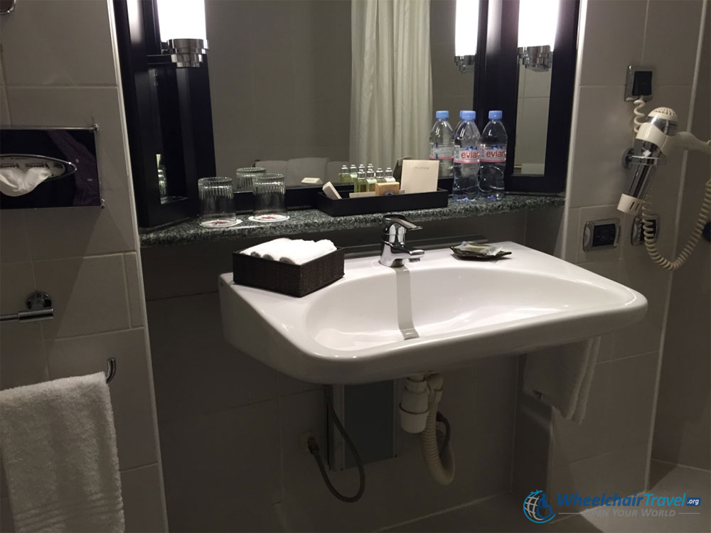Wheelchair Bathroom Sink : handicap accessible bathroom handicap handicap accessible bathroom