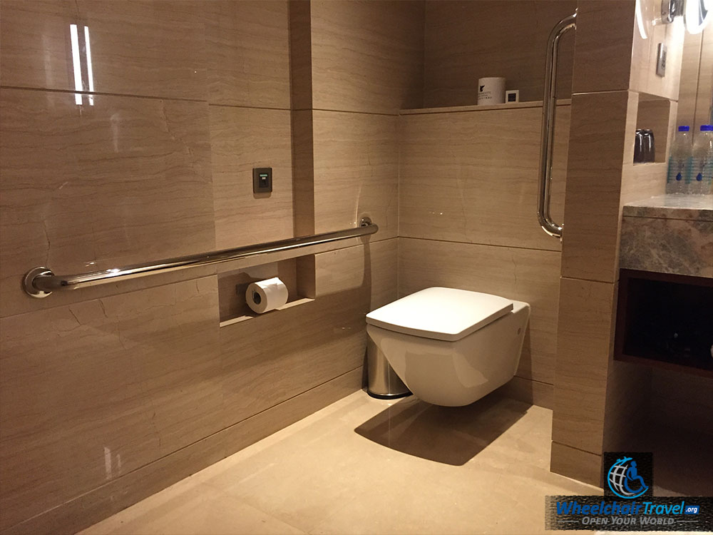 Review jw marriott hotel beijing central wheelchair for Bathroom images 2016