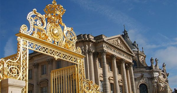 PHOTO DESCRIPTION: Golden gate at the front of the Palace of Versailles
