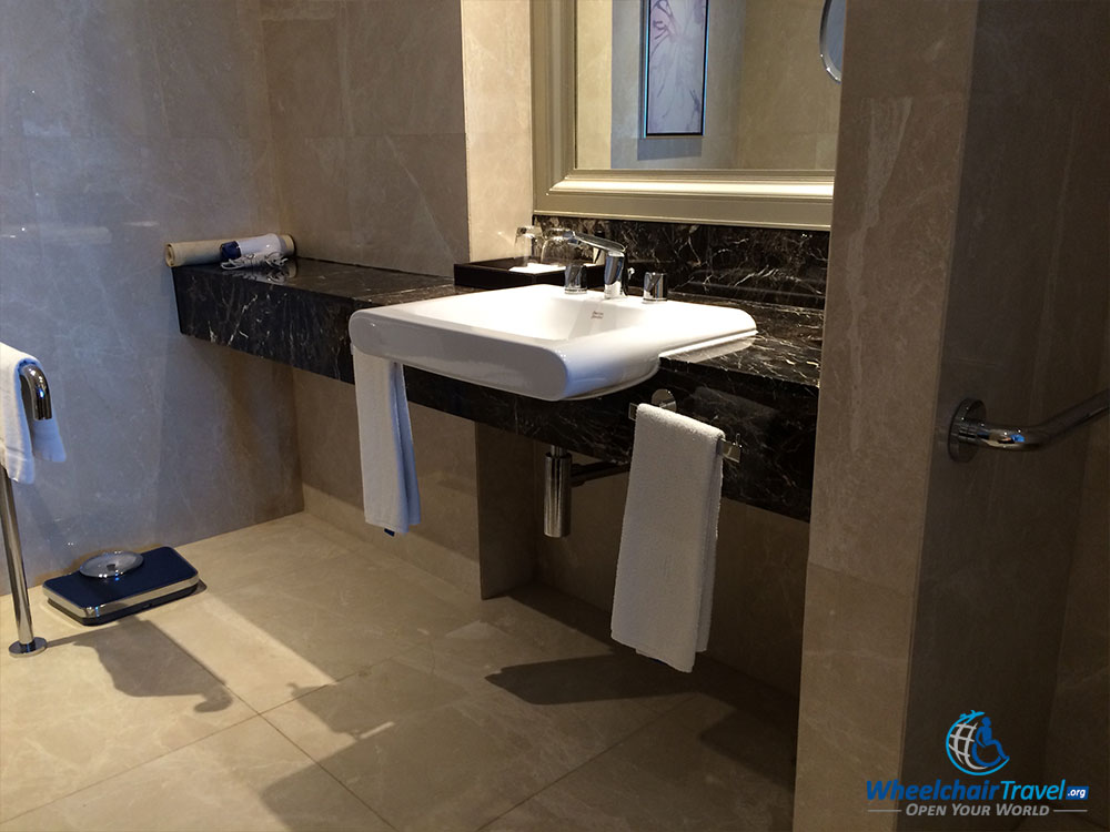 Hotel review radisson blu plaza bangkok for Wheelchair accessible sink bathroom
