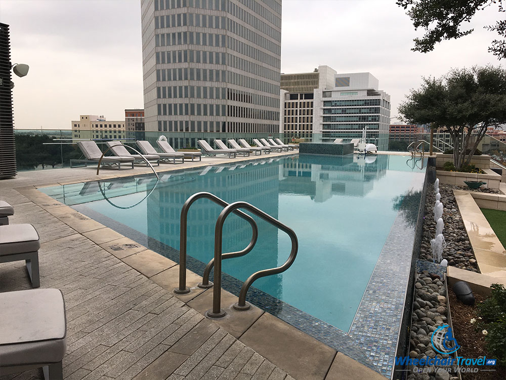 Review omni dallas hotel wheelchair accessibility for Hotels in dallas with indoor pools