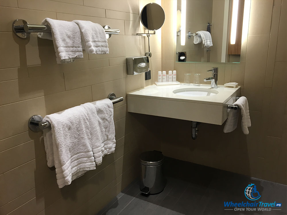 Review radisson blu waterfront hotel stockholm for Wheelchair accessible sink bathroom